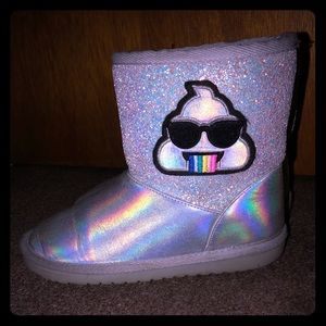 Children's place girls Holographic emoji boots